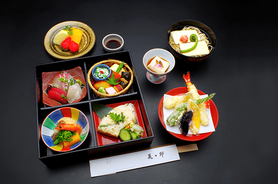 Shokado Bento (lunch box with many small dishes)